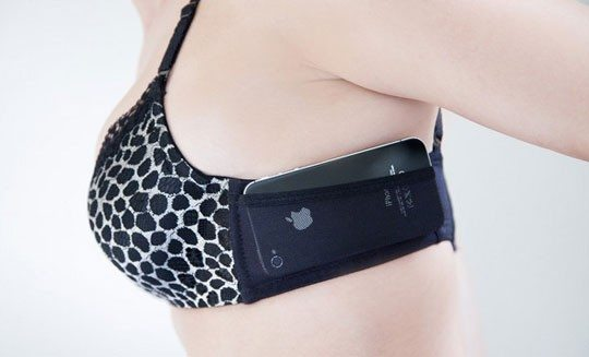 JoeyBra – a very personal pocket for your cell phone